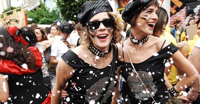3fev2013---leandra-leal-curte-o-carnaval-de-sao-paulo-no-bloco-academicos-do-baixo-augusta-1359920_large